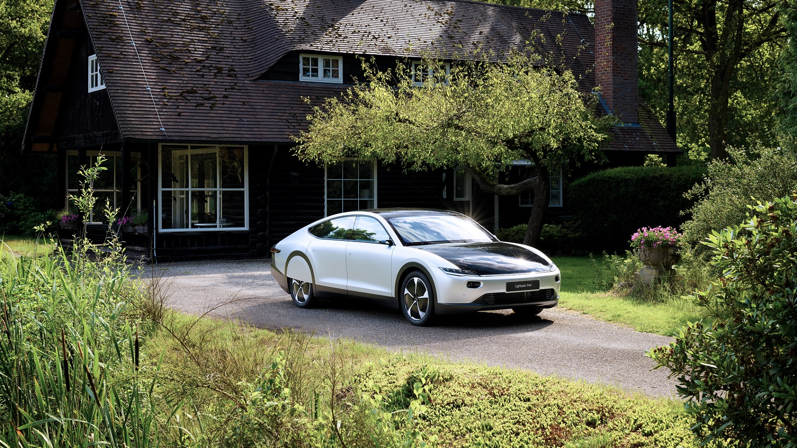 Lightyear One – The Car That Charges From The Sun