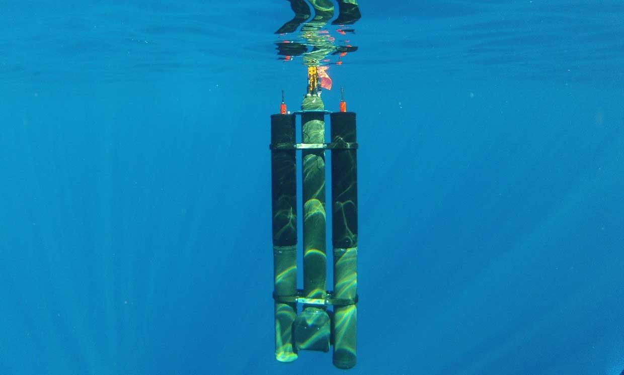 Rechargeable Underwater Drones Using Differences in Water Temperature